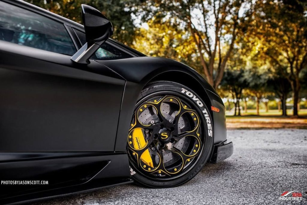 Lamborghini-Aventador-1016-Industries-Savini-Wheels (4)