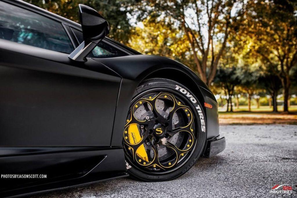 Lamborghini-Aventador-1016-Industries-Savini-Wheels (4)